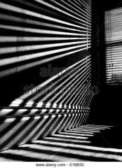 Venecian_blinds_shadow